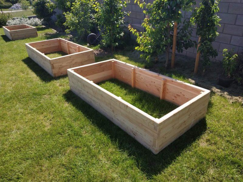 vyvýšený záhon z modřínu rozměry 3m x 1m x 0,4m přírodní materiál bez lepidel a chemie záhony na zahradu do škol do parků do komunitních zahrad